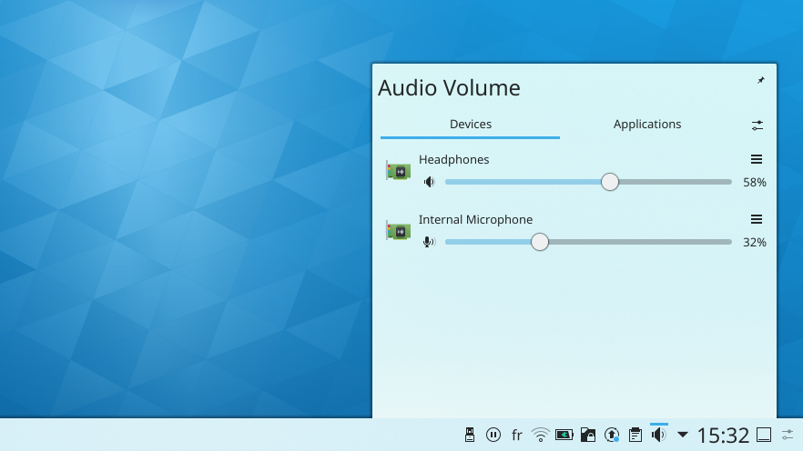 content/plasma-desktop/plasma-systemtray.png